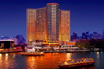 チャオプラヤ川から望むホテル